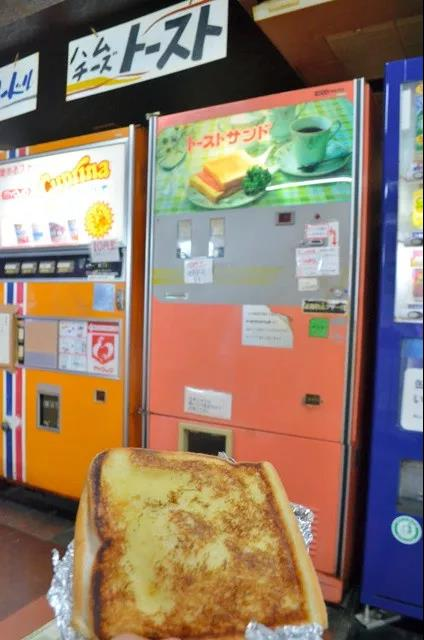 刚考好的吐司面包。(图片来源:日本《朝日新闻》网站)